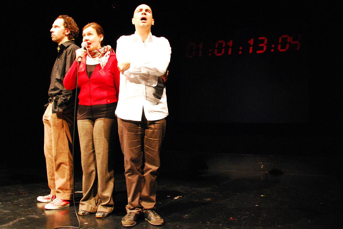Giuseppe Rizzo, Petra Strasser, Sven Kaschte in Die Geschichte der Menschheit in 90 Minuten | Plaisiranstalt | Foto: Raoul Biltgen